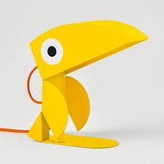 Lampe Toucan jaune. Tôle découpée, pliée. Peinture époxy, finition brillante