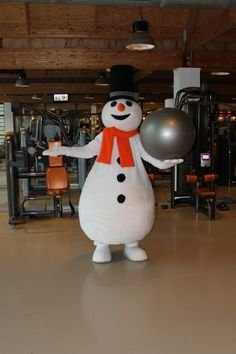Welkom allemaal in mijn Snowparadijs! Met deze bal kan ik ook veel oefeningen verzinnen! Ik moet aan mijn conditie werken!