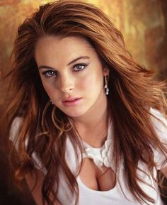 Vlasy - Lindsay Lohan sa vrátila k teplej farbe vlasov