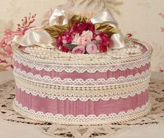 Victorian Rose Keepsake / Trinket Hat Box - Med Round- Vintage Style - Handmade Shabby Chic Boxes, Shabby Chic Crafts, Hand Crafts For Kids, Diy And Crafts, Vintage Box, Vintage Style, Victorian Hats, Creative Box, Altered Boxes