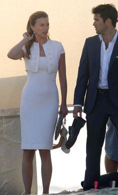 Revenge - Serie TV - look - style - estilo - inspiration - inspiração - elegante - elegant - moda - fashion - dress - white - branco - Alexander McQueen - vestido - Amanda Clarke - Emily Thorne (Emily VanCamp) - Daniel Grayson (Josh Bowman)