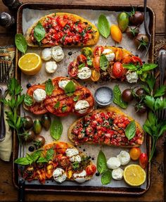 Crazy bruschetta recipe pesto on your favourite meals Vegetarian Recipes, Cooking Recipes, Healthy Recipes, Cooking Meme, Spinach Recipes, Good Food, Yummy Food, Yummy Snacks, Food Platters