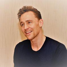 "2017 thomas hiddleston | Tom Hiddleston on Twitter: ""Q&A time with @IMDb. Let's go! #IMDbAskTom ..."