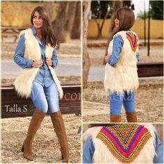 """Última S de nuestro #chaleco """"Farah"""". Ya sabéis - modelos exclusivos con abalorios afganos hechos a mano #visteconamelia #modamujer #modainvierno"""