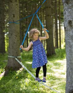 25 + ›A slackline with leveling aid. That would be something for the twins in the Somme . - A slackline with leveling aid. That would be something for the twins in the Somme … a - Kids Outdoor Play, Outdoor Play Spaces, Backyard For Kids, Outdoor Fun, Diy For Kids, Cool Kids, Outdoor Toys, Natural Playground, Backyard Playground