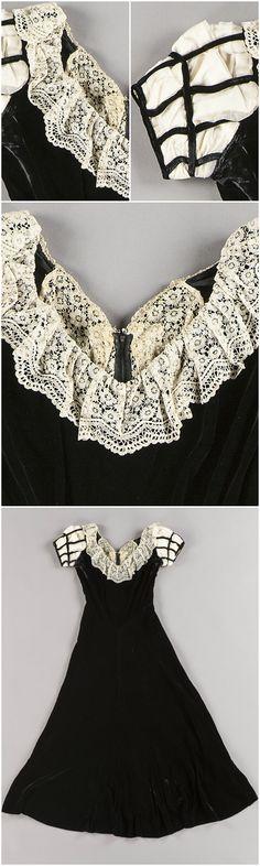 Court dress belonging to Elisabeth Palmstierna, made by Fr. V. Tunborg & Co, Sweden, third quarter of the 1900s, at the Royal Armory. Full-length black velvet dress; lattice sleeves of white silk, tulle and black velvet ribbon; lining made of silk.