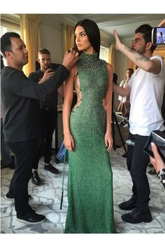 We have the behind the scenes pics from the celebs from this years MET gala.
