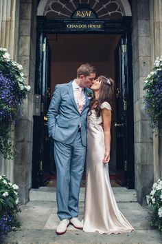 A 1930s Style Silk Bias Cut Gown For A 'Bright Lights Big City' Inspired London Weddinghttp://carohutchings.com/
