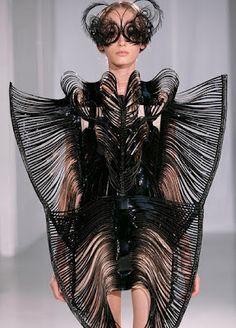 """MAKE NOISE: """"L'architetto della moda"""" : Iris van Herpen"""