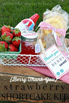 Shortcake Kit { Thank You Gift } Adorable Thank You Gift- make this cute Strawberry Shortcake Kit with printable!Adorable Thank You Gift- make this cute Strawberry Shortcake Kit with printable! Food Gifts, Craft Gifts, Diy Gifts, Cute Strawberry, Strawberry Shortcake, Little Presents, Little Gifts, Teacher Appreciation Gifts, Teacher Gifts