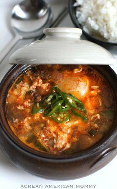韓国ソフト豆腐スープ(순두부찌개)   私は韓国間もなく豆腐jigaeを要求する私の読者の1から数週間戻ってメールを受け取った。だからここに、これはあなたのためです、ドリーンです。おかげでそのように患者であることのため。 このスープは、それが実際よりもよりスパイシーに表示されます。それはあなたが実際にそれをする方法をスパイシーにようにあなた次第です。私はこのスープが大好きです。それは我々が抱えている寒い冬の日のために、健康心のこもったと完璧です。このスープは、韓国のレストランでは、通常利用可能で、あなたがラッキーだったら、時々 、一部のレストランはちょうどすぐに豆腐スープに特化。そして、これはあなたが最も多様を見つける場所です。信じられないかもしれませんが、私の愛は、いくつかのご飯全体丼を食べた。彼は、「これは良いスープのママです。」と言った 私はその子供が大好きです。…