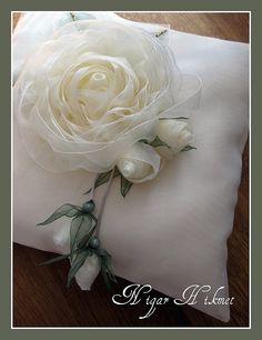 Wandafull Ribbon embroidery Kit Handmade Red Rose (No frame) - Embroidery Design Guide Ribbon Art, Fabric Ribbon, Ribbon Crafts, Flower Crafts, Fabric Crafts, Diy Crafts, Ribbon Rose, Handmade Flowers, Diy Flowers