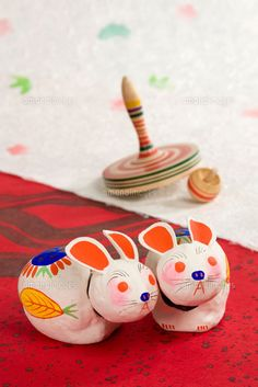 can paint these japanese rabbits Japanese Art Styles, Japanese Colors, Japanese Style, Japanese Animals, Japanese Toys, Crafts For Kids, Arts And Crafts, Traditional Toys, Japanese Folklore