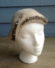 Vintage 40s / Cream Wool Hat with Front by helicopterecouture