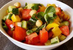 Tarka csicseriborsó-saláta recept képpel. Hozzávalók és az elkészítés részletes leírása. A tarka csicseriborsó-saláta elkészítési ideje: 15 perc