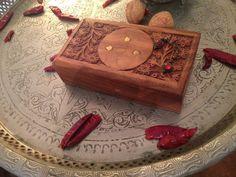 wunderschöne kleine Schmuckdose aus Holz von kasbah auf DaWanda.com