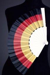"""Fächer """"Deutschland"""" Ein Fan für Fans! Wenn's besonders heiß hergeht, sorgst Du mit einer eleganten Handbewegung für frischen Wind!"""