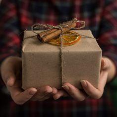 Vianočná výzva Baterkárne: Venujte blízkym jeden darček z druhej ruky - Akčné ženy 5 Gifts, Hostess Gifts, Gifts For Dad, Birth Celebration, Amazon Prime Day, Perfect Gift For Dad, Military Gifts, Boxing Day, Spiritual Gifts