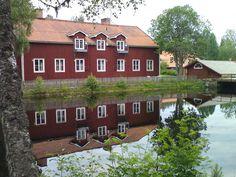 Moinho Snöå I. O moinho da lagoa. Em Dala-Järna, Dalarna, Suécia. Fotografia: Hans Nerstu no Flickr. Sweden, Cabin, Mansions, House Styles, Home Decor, Windmills, Barns, Fotografia, Fabrics