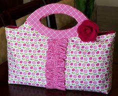 Bella Blvd fabric handbag. Riley Blake Bella Blvd Summer Breeze fabrics. Handbag by DT member Tiffany Hood