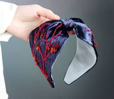 Ободок из шелкового бархата. Ручная вышивка нитками, японским бисером, пайетками. . За идею вышивки были взяты морские кораллы. . Добавила…