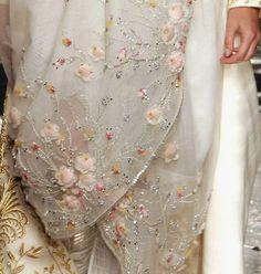 Christian Dior haute couture s/s 2005 Lesage. Tambour Beading, Tambour Embroidery, Couture Embroidery, Embroidery Designs, Wedding Embroidery, Dior Haute Couture, Couture Details, Fashion Details, Fashion Check
