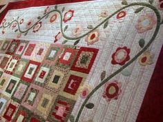 Cabbage Quilts: Rambling Roses.  Love this hand applique border!