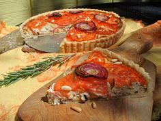 ‎tarte a la tomate - a perfect recipe for using up the last of your summer tomatoes, a fancy French style savory tart