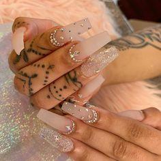 How to choose your fake nails? - My Nails Rhinestone Nails, Bling Nails, Swag Nails, Coffin Nails Glitter, Nail Art Rhinestones, Best Acrylic Nails, Acrylic Nail Designs, Milky Nails, Nagel Bling