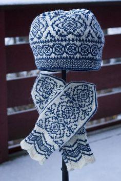 Ravelry: Winter Rose Hat/Vinterrose Lue pattern by Wenche Roald Mittens Pattern, Knit Mittens, Knitted Gloves, Knitting Socks, Hand Knitting, Fair Isle Knitting Patterns, Knitting Designs, Norwegian Knitting, Knit Crochet