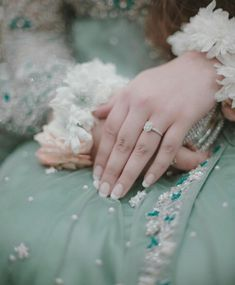 Hand Pictures, Hand Pics, Mehndi Designs Book, Shadi Dresses, Pakistani Wedding Outfits, Wedding Dresses, Oriental Fashion, Oriental Style, Profile Picture For Girls
