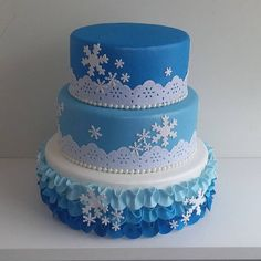 Bolo fake em EVA Frozen Disney Princess Birthday Party, Frozen Birthday Party, Frozen Party, Birthday Cake, Birthday Parties, Beautiful Cakes, Amazing Cakes, Bolo Fake Eva, Angry Birds Cake