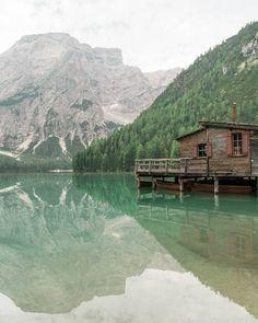 Protesto. Protesto contro questo freddo inutile e sterile. Protesto contro il pannolenci.   Lago di Braies Pragser Wildsee.