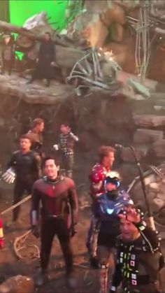 ENDGAME BTS What a beautiful video and the last one with all the avengers 😖 Marvel Avengers, Marvel Jokes, Marvel Comics, Hero Marvel, Funny Marvel Memes, Avengers Cast, Avengers Memes, Marvel Actors, Marvel Characters