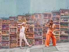 """minori 石垣島 ishigaki on Instagram: """"・ ・ ・ 香港の定番ウォールアート🇭🇰 周りはウォールアートだらけで沢山の人がいたよー! すぐ道路で車もバンバン通るから撮るときは気をつけてね⚠️ やっと今日晴れが見れたよー! 来週こそ海行きたい! #今週もお疲れ様でした ・ ・ ・…"""" Hong Kong, Instagram"""