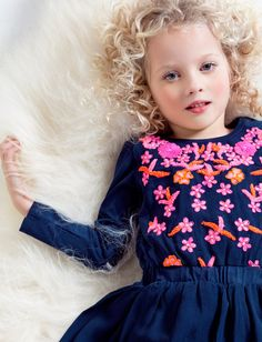 Dutch design excels at combining patterns and florals in unexpected color schemes for a rich visual result. Fashion Kids, Girl Fashion, Fashion Outfits, Diy And Crafts Sewing, Fall Looks, Boho Dress, Kids Outfits, Flower Girl Dresses, Neverland