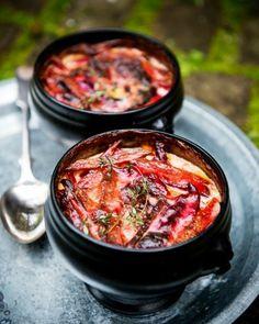 Punajuuri-perunakiusaus | Reseptit | Anna.fi Couscous, Feta, Chili, Curry, Pork, Ethnic Recipes, Kale Stir Fry, Curries, Chile