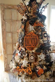 "{Ella Claire}: My Halloween Tree - I'm so envious - GORGEOUS - obviously not a home ""owned by a cat"""