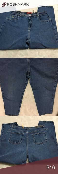 "GLORIA VANDERBILT Womens Plus 16W SHORT Jeans GLORIA VANDERBILT Womens Plus 16W SHORT Straight Blue Denim Jeans Casual Comfort  gently used with no flaws.  Please refer to pictures for additional condition information and if you have any other questions about this item please feel free to ask!  Measurements Laying Flat: Waist laying flat - 17"" Inseam - 26"" Gloria Vanderbilt Jeans"