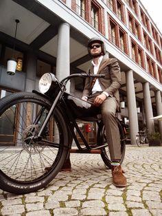 オランダ発、レトロなデザインの電動モペッド「モーターマン」