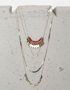 Conjunto 3 colares beads e losangos. Descubra esta e muitas outras roupas na Bershka com novos artigos cada semana