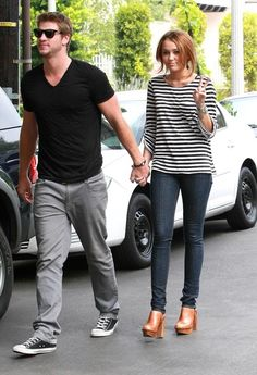 Miley Cyrus Liam Hemsworth Photos - Actress Miley Cyrus and her boyfriend Liam Hemsworth spotted out and about in Toluca Lake, CA. - Miley Cyrus And Liam Hemsworth Out In Toluca Lake Miley Cyrus Outfit, Liam Hemsworth And Miley, Clogs Outfit, Costume Design, Her Style, Pretty Outfits, Girl Fashion, Fashion Couple, Spring Fashion