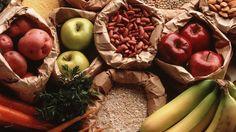 En hiver, on mange beaucoup de légumes tels que des haricots, des pois chiches, du choux, des pommes de terre, du poireau, des carottes, du céleri, du navet, des lentilles... Et les fruits d'hiver sont les agrumes (clémentines, pamplemousse etc.), les bananes, les pommes, les noix, ainsi que tous les fruits secs.