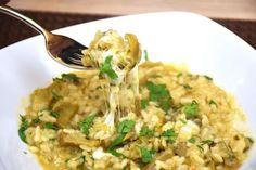Il risotto con carciofi e scamorza è un primo piatto semplice ma originale al tempo stesso e con un'anima filante che incuriosirà tutti. Ecco la ricetta