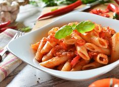 Chicken Penne Arrabbiata pasta is a popular Italian dish that is easy to make and delicious. Makes for a great weekday lunch or dinner. Penne Arrabiata, Arrabbiata Recipes, Italian Lunch, Classic Italian Dishes, Arabiata Pasta, Pasta Al Pomodoro, Turkish Recipes, Italian Recipes, Popular Italian Food