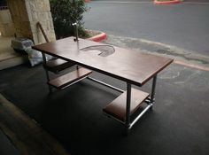 Custom DIY Industrial Pipe Desk for Gaming and Design http://www.simplifiedbuilding.com/blog/build-your-own-diy-computer-gaming-desk/ #diydesk #diy #pipedesk #diyfurniture #keeklamp