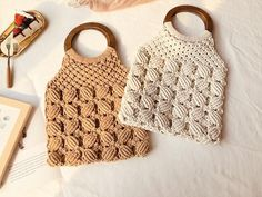 Bohemian flower Bag - Care - Skin care , beauty ideas and skin care tips Macrame Purse, Macrame Knots, Macrame Patterns, Knitting Patterns, Bohemian Flowers, Flower Bag, Tote Pattern, Cotton Bag, Girls Night Out