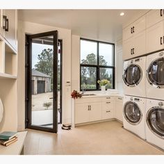 Dream laundry room by Clarum Homes