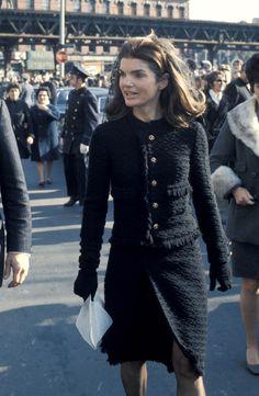Black Jacket Outfit, Black Tweed Jacket, Tweed Outfit, Chanel Tweed Jacket, Boucle Jacket, Tweed Dress, Stylish, Work Wardrobe, Capsule Wardrobe