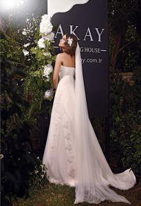2013 Gelinlik modelleri, evlilik hazırlıkları yapan bayanların seçim yapmakta zorlanacağı akay 2013 gelinlik modelleri